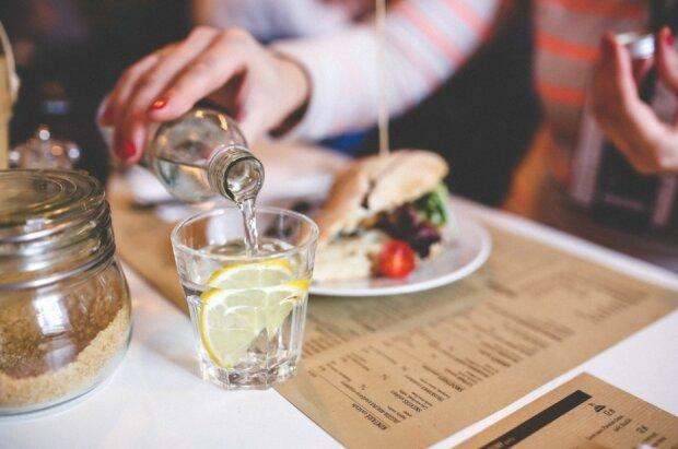 Вода з лимоном, фото: Pxhere