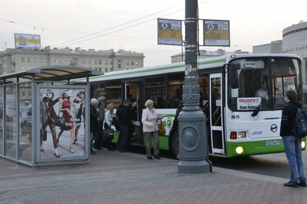 Бабуся, крики і кривава бійка: в київській маршрутці сталася НП