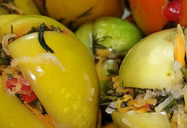 Консервированные зеленые помидоры, фото: кадр из видео