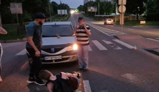 Молодому львів'янину зламали ногу на очах у всього міста