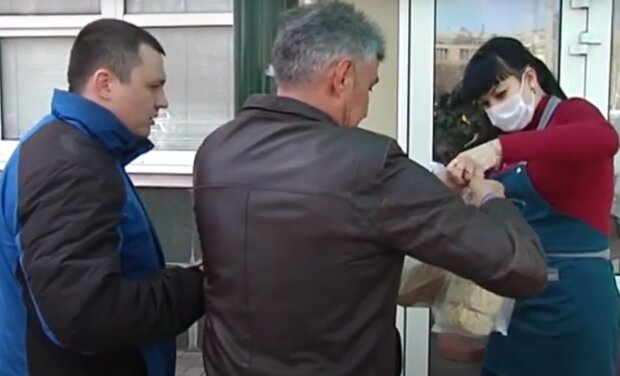 На тернопольские рестораны обрушились проверки – искали нарушителей даже под столами