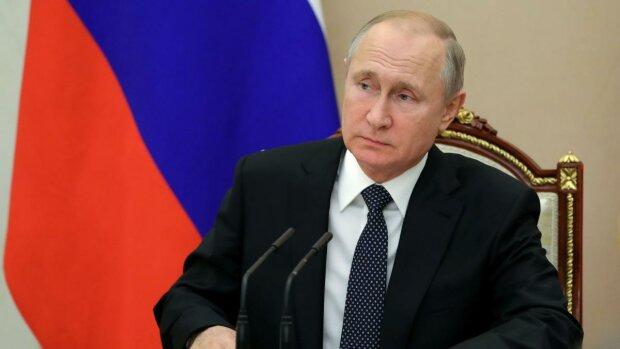"""Путіна насильно заточили в презервативі: """"Не повинен був народитися"""""""