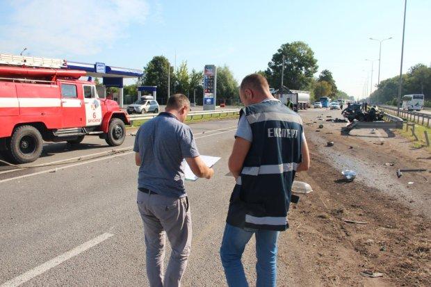 Изуродованные останки повсюду: переполненный автобус попал в жуткую аварию, много жертв