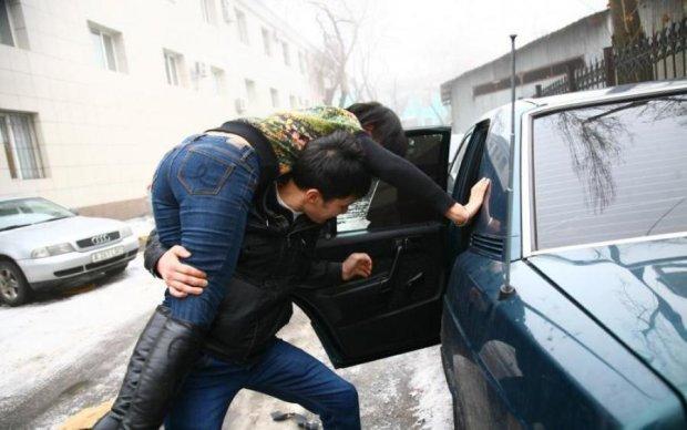 План Перехоплення: в Києві серед білого дня викрали дівчину