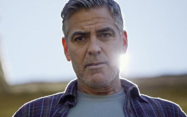 Клуни приуныл после рождения двойни