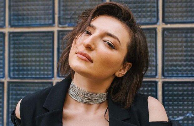 """Зірка """"Жіночого Кварталу"""" Анастасія Оруджова погладила волохату подругу на камеру і захотіла в Лос-Анджелес: """"Дві с*чки"""""""