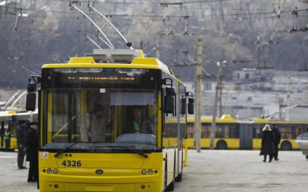 В Киеве закроют популярный маршрут троллейбуса: что важно знать