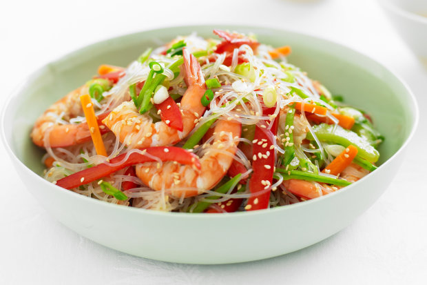 Рецепты китайской кухни: фунчоза с креветками и овощами
