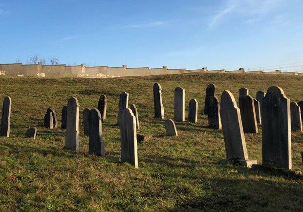 """старое еврейское кладбище, фото: """"Подорожуй""""/Фейсбук"""