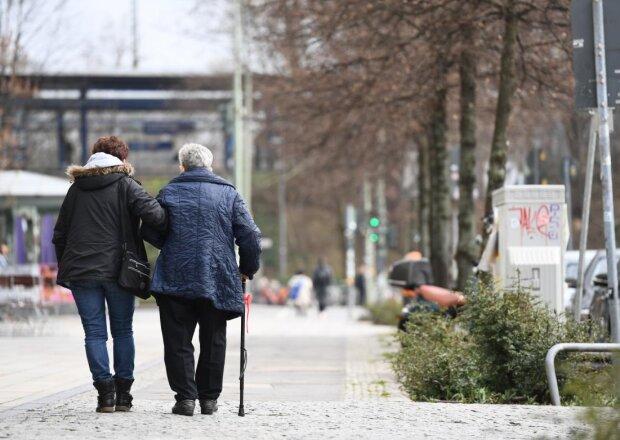 пенсионеры, фото: Униан