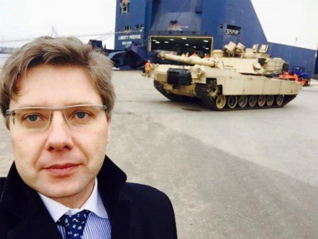 В Латвии высадились американские танки и БМП
