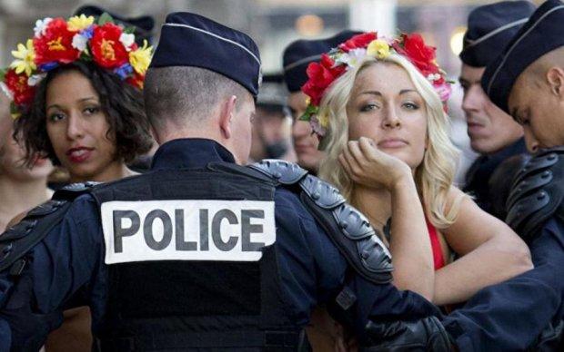 Femen роздяглися і пригадали Лукашенку, що він сотворив з ними в минулому