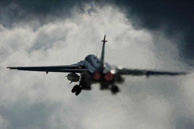 Літак ЗСУ поклав на лопатки оператора: відео