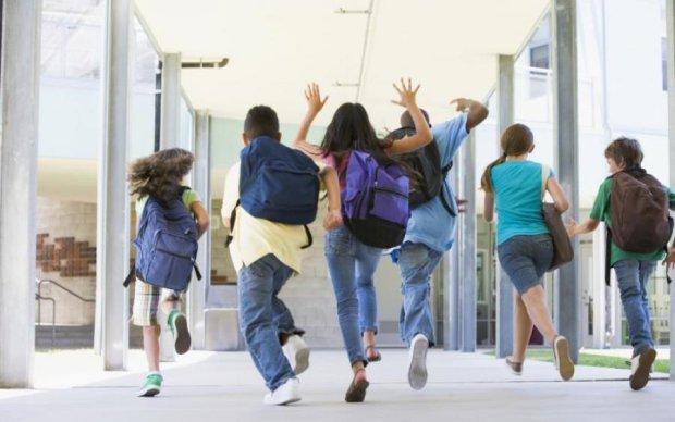 Школьные каникулы: полный график по учебным семестрам
