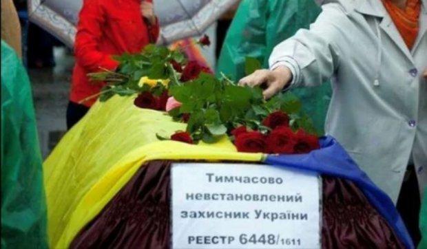 На День прапора у Києві урочисто поховають невідомого воїна АТО
