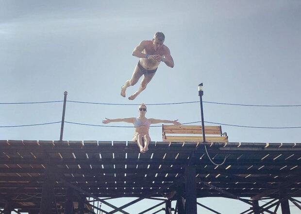 """Тоня Матвієнко з Арсеном Мірзояном показали свої місця щасливих людей: """"Ті, що біжать по хвилях"""""""