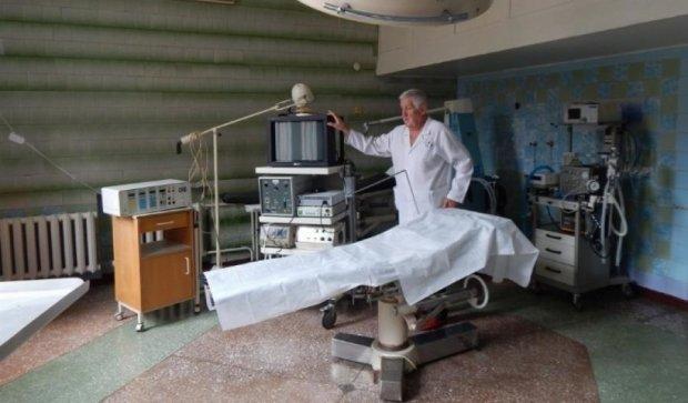 Родственники умершей пациентки избили хирурга (видео)