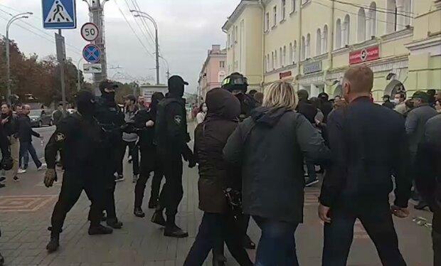 Белорусские силовики на митингах не знают границ: перешли к использованию гранат