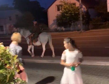"""""""Принц на белом коне"""" в Тернополе, скриншот facebook"""