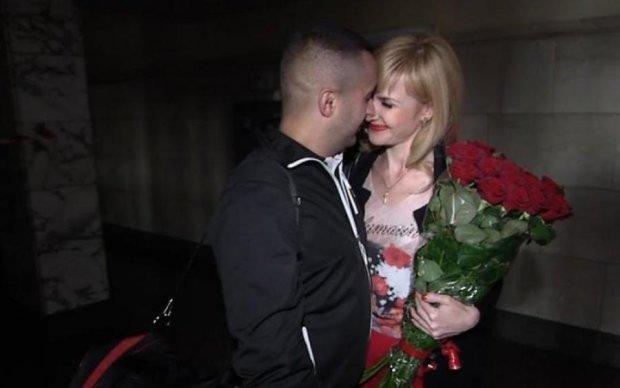 Сбежал из госпиталя: свадьба героя АТО и волонтера растрогала Украину