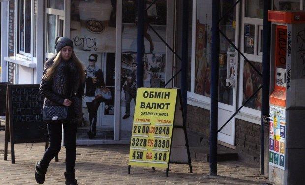 Курс валют на 27 сентября: доллар ловко обдерет украинцев