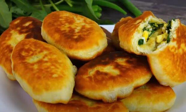 Пухкі пиріжки без дріжджів на кефірі - готуємо з різними начинками для всієї родини