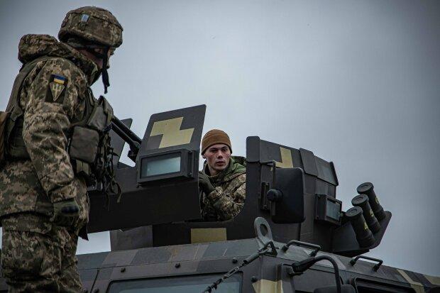 """заняття з навідниками та водіями бойових броньованих автомобілів """"Козак-2"""", фото: штаб ООС"""