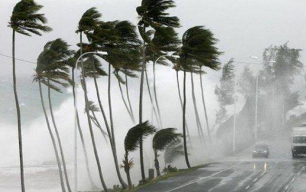 """NASA показало масштабы циклона """"Дебби"""" из космоса"""