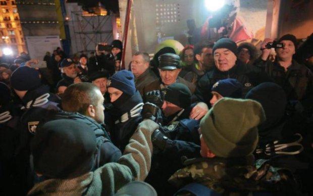 Годовщина Майдана. Все, как тогда: полиция снесла палатки
