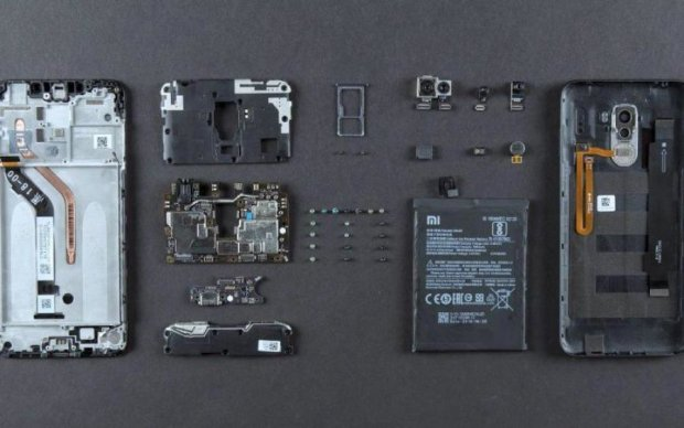 Xiaomi показав всю начинку Pocophone F1: видео