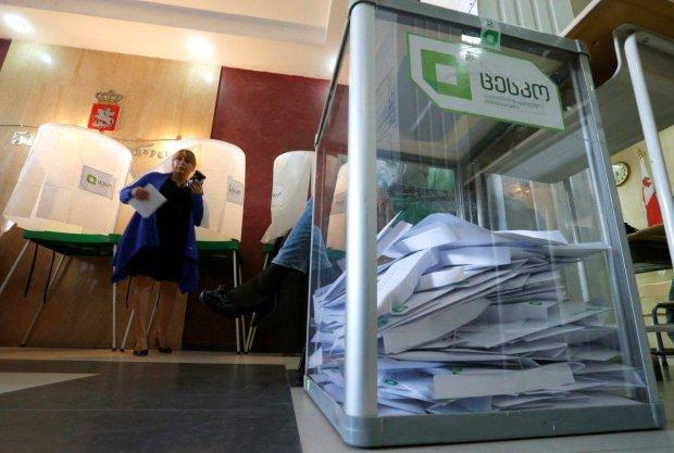 """""""У Грузії немає президента"""": опозиція відмовилася визнавати законність виборів"""