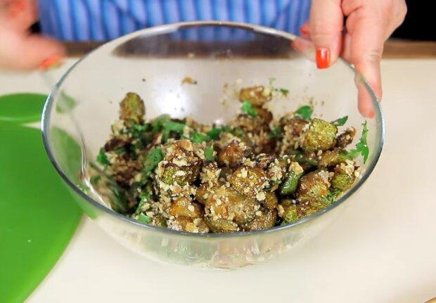 Кабачки з горіхово-часниковою заправкою, фото YouTube