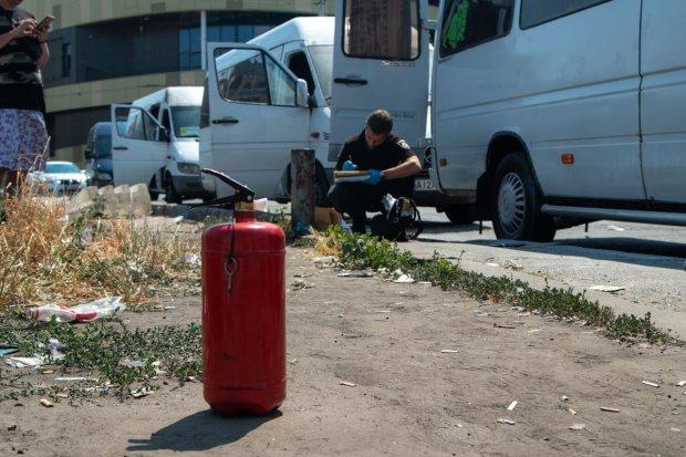 В Киеве горят маршрутки: злодеев поймали на камеру, орудуют на глазах у всего города
