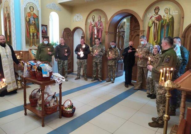 Украинские военнослужащие, фото: facebook.com/pressjfo.news