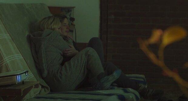 """Українець лежачи в ліжку """"порушив"""" умови самоізоляції: """"Набирайте 102 і залишайте скаргу"""""""
