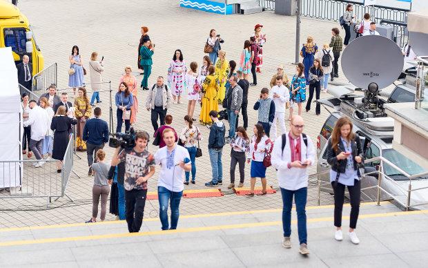 Українців залишили без пенсій, доведеться збирати з дитинства: шокуючі цифри