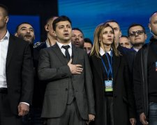 Елена Зеленская с мужем во время дебатов