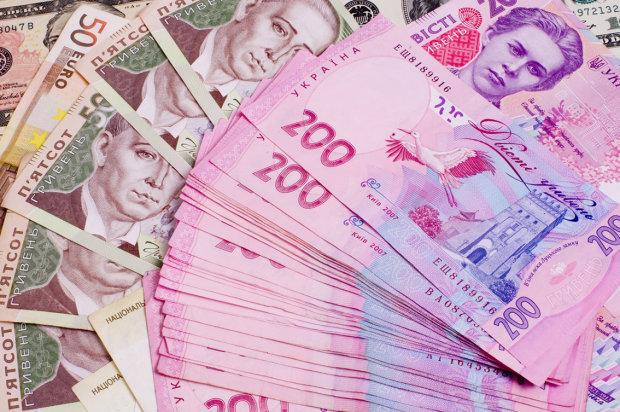 Украинцев обложат новыми налогами: кого коснется нововведение