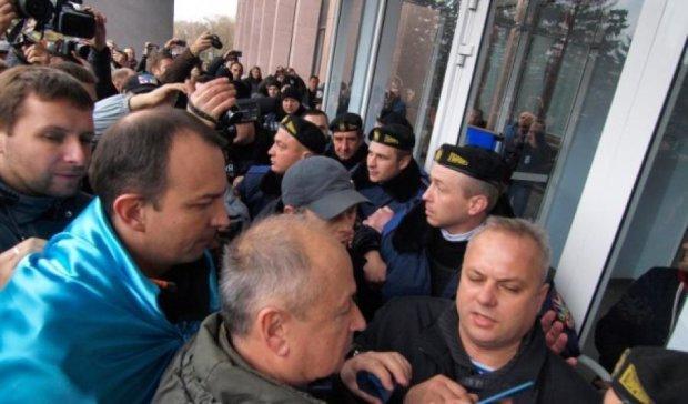 Активисты прорвались в здание мерии Кривого Рога