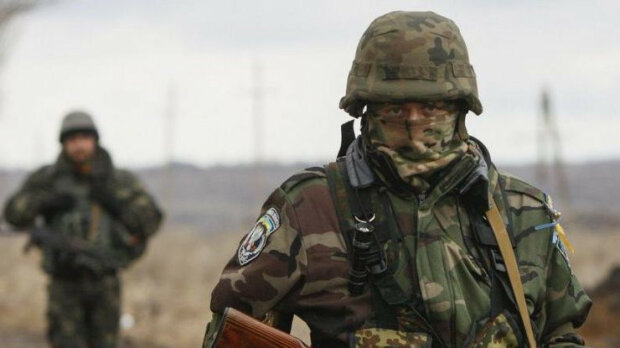 У Києві люди у військовій формі влаштували масову бійку: чутно жіночі крики, очевидці знімають на відео