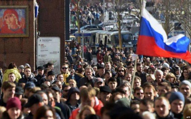 """""""Обібрали до трусів"""": активістки голяка вийшли на вулиці проти пенсійної реформи"""