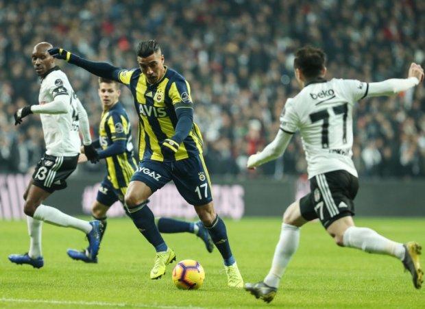 Фенербахче за 12 минут отыграл три гола в дерби с Бешикташем: видео
