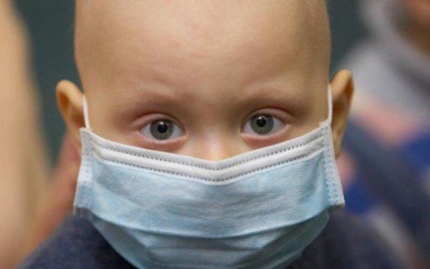 Слезы и отчаяние: снимки умирающих от рака дедушки и внучки потрясли мир