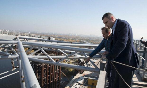 """Кличко зняв відео з Шулявським мостом і нагодував киян обіцянками: """"Залишилося недовго"""""""