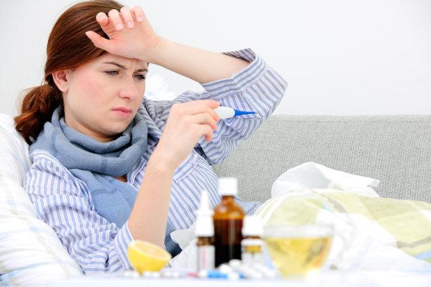 Сбить температуру: украинцам объяснили, когда не стоит пичкать себя антибиотиками