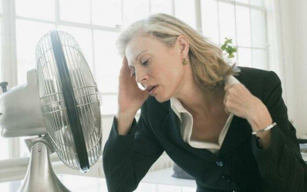 Будьте здоровы: медики объяснили, почему бросает в жар