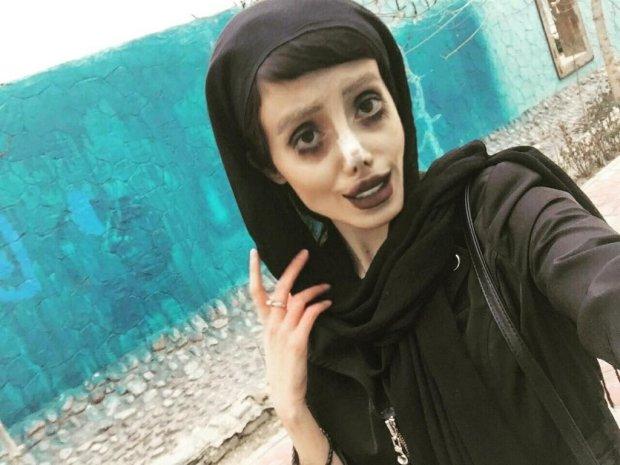 """""""Я вже подумала, що вони живуть у 18 столітті та не чули про технології"""": зомбі-копія Анджеліни Джолі розкрила секрет своєї лякаючої зовнішності"""