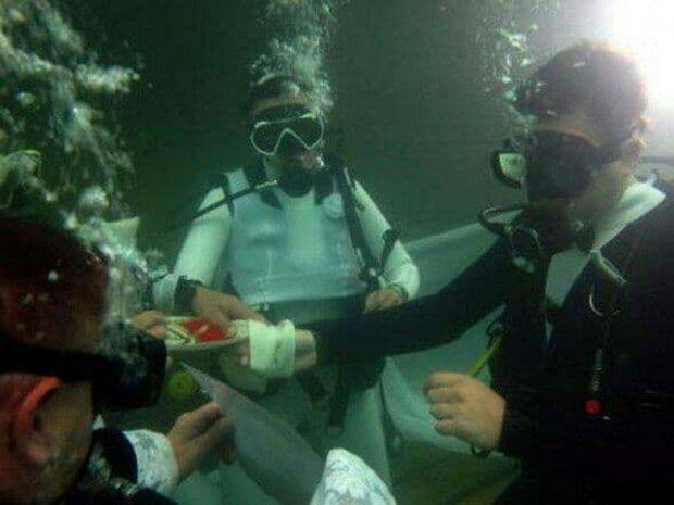 Весілля в аквалангах. Фото: Книга рекордів Гінесса