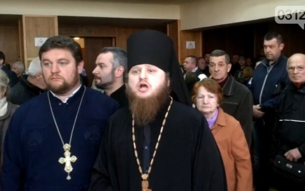 Православненько: московские попы устроили побоище в мэрии Ужгорода