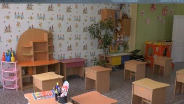 У Харкові відкрилися садки, батьки в жаху - вихователі в скафандрах і діти в масках